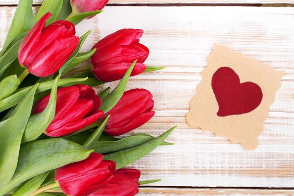 Tulpen met klein hartje ernaast