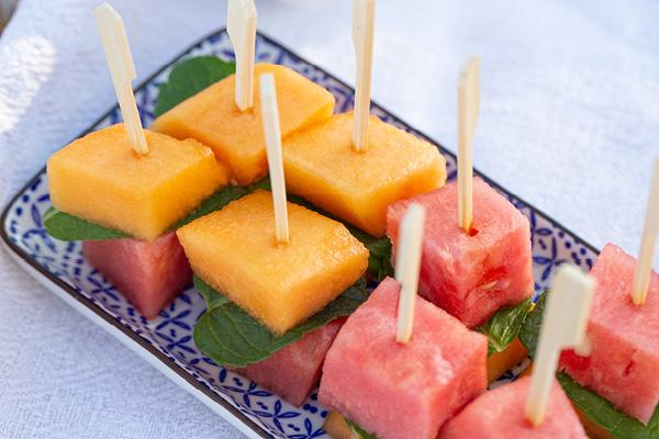 Melonenspießchen mit Minze